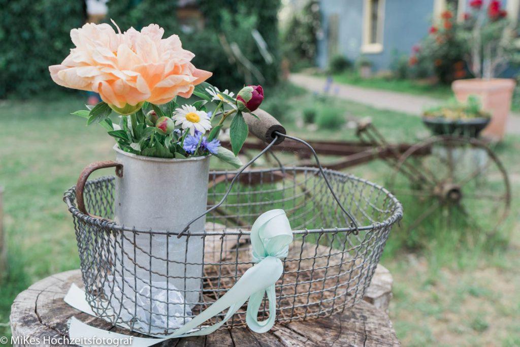 Hochzeitsdeko im Garten mit MiKe's Hochzeitsfotograf