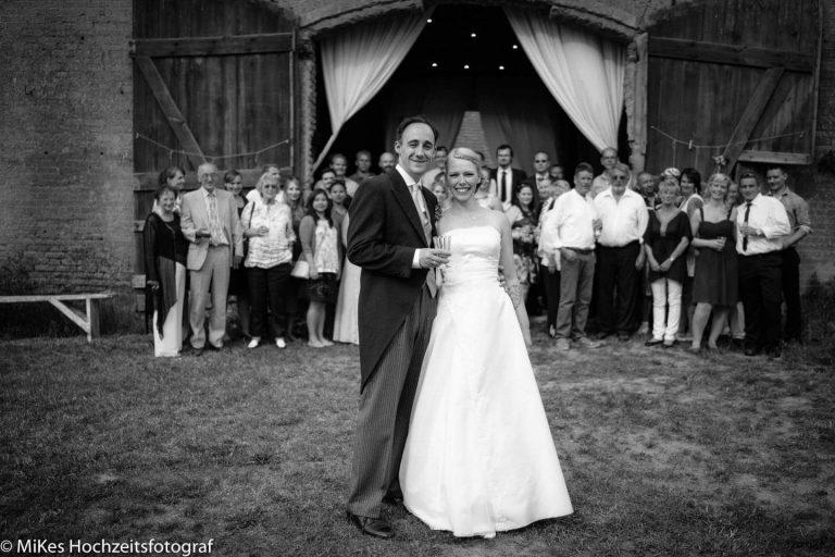 Scheunenhochzeit Gruppenbild von MiKe's Hochzeitsfotograf