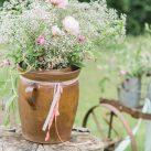 Hochzeitsreportage Blumendeka im Garten