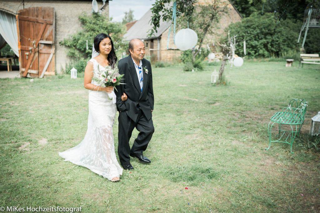 Hochzeitsfoto Braut und Vater