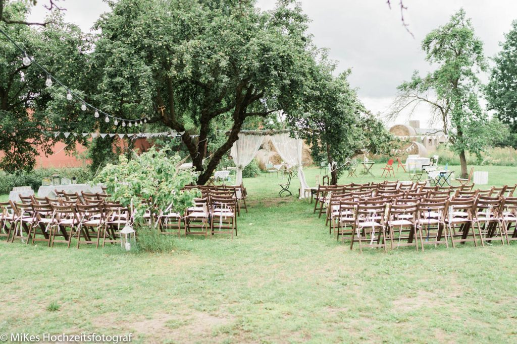 Vintage Hochzeitsreportage freie Trauung unter dem Apfelbaum
