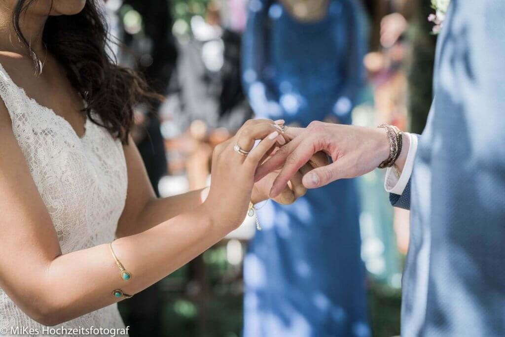 Vintage Hochzeit Ringe anstecken, Hochzeitsfotos von MiKe's Hochzeitsfotograf