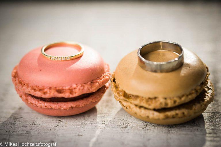 Ringe auf Macarons, Hochzeitsfotos von MiKe's Hochzeitsfotograf