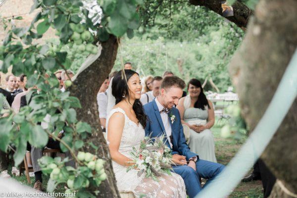 Vintagehochzeit im Schmetterlingsgarten mit MiKe's Hochzeitsfotograf
