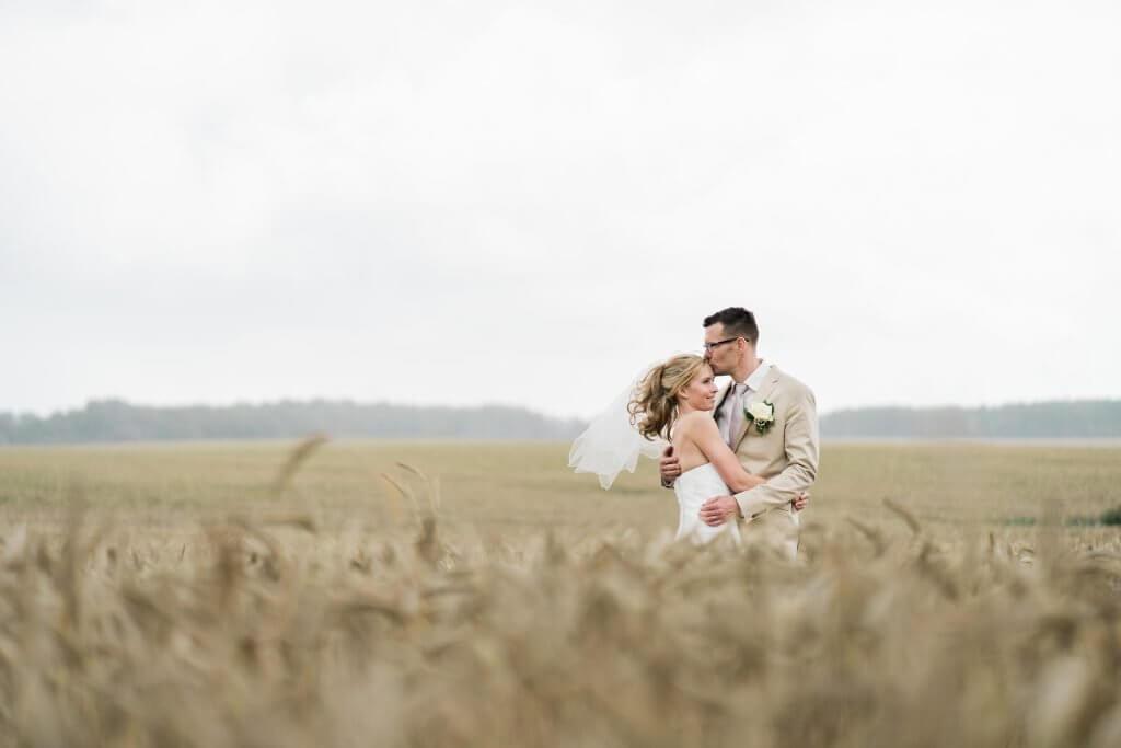 Hochzeitsfotografie im Kornfeld